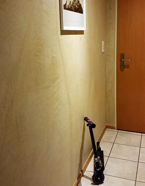Steinoptik in der Garderobe