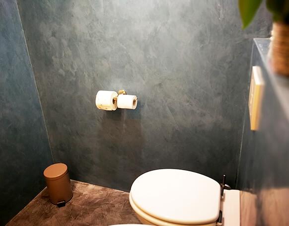 Toilette fugenlos mit Kalkboden