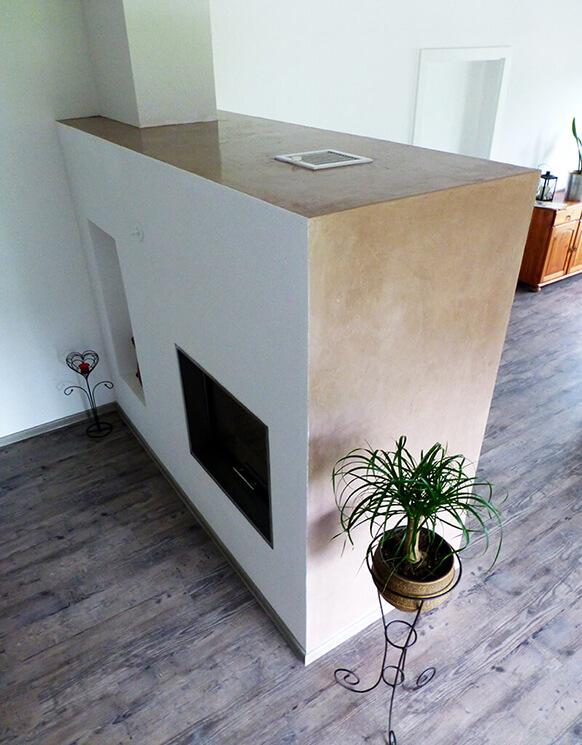 Moderner Ofen mit Stucco Oxidbraun