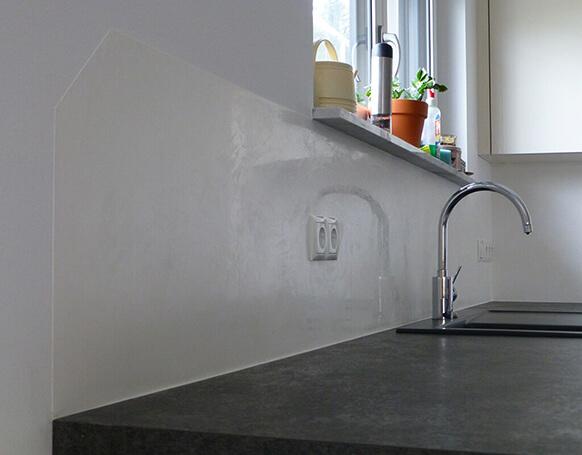 Küchenspiegel fugenlos  Eisenglimmer Marmorputz